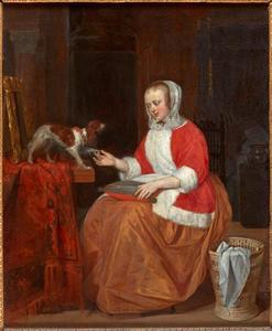 Jonge vrouw spelend met een hondje