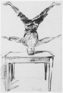 Een acrobaat die op zijn hoofd balanceert op een tafel