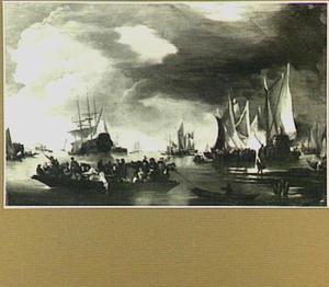 Haven met verschillende schepen bij een windstilte; op de voorgrond een veerpont