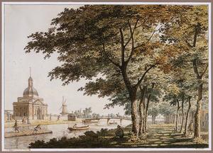 Lijnbaansgracht met de Plantage, de Nieuwe Muiderpoort en de molen De Hond  op het bastion Muiden, te Amsterdam