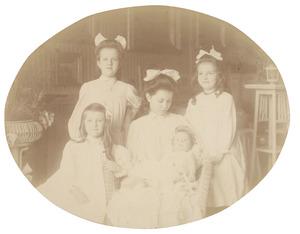Portret van de kinderen van Willem Frederik Anne van Pestel (1864-1935) en Cornelia Paulina van der Kaa Willemszen (1870-1929)