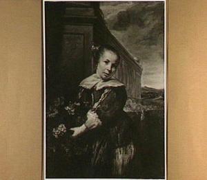 Portret van een onbekend meisje, staande met bloemen in de handen