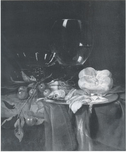Stilleven met roemer, brood, vis, uien en kersen op een donker kleed