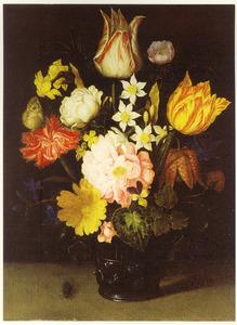 Bloemen in een glazen beker