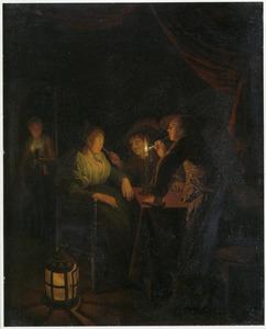 Soldaten in een herberg  een ingeslapen vrouw plagend bij kaarslicht