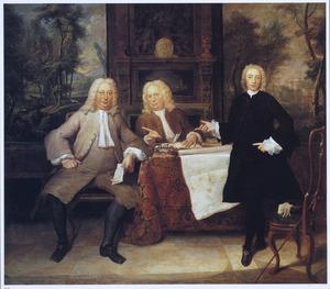 Groepsportret van twee heren en een klerk met een bouwplan voor een plantage
