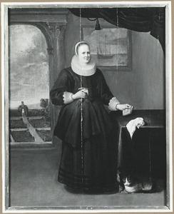 Portret van een vrouw, staande ten voeten uit