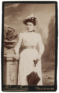 Portret van een meisje, genaamd Hendrika Christina Adriana Thämer (1882-...)