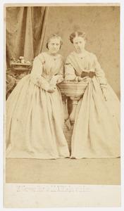 Portret van Wijna Schröder (...-...) en Margot Schröder (...-...)