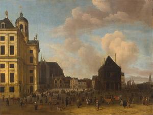 Amsterdam, de Dam met het Stadhuis, de Nieuwe Kerk en de Waag