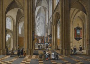 Kerkinterieur met kerkgangers en priesters