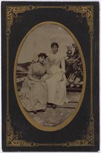 Portret van Joanna Jacoba Francisca Malmberg (1868-1920) en een vrouw, waarschijnlijk Antje Tollenaar (1868-...)