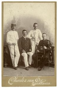 Portret van Douwe Feikema (1873-1949), Otto Hendrik van Persijn (1870-...), Johan Ulrich Herman Feikema (1872-1939) en Johannes Feikema (1877-1947)