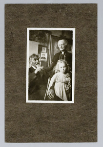 Jan Toorop, Mevrouw Toorop-Hall en hun kleindochter Annie Fernhout