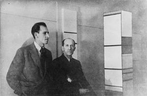 Piet Mondriaan en Harry Holtzman in Holtzmans atelier