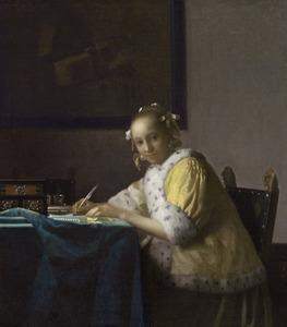 Schrijvende jonge vrouw