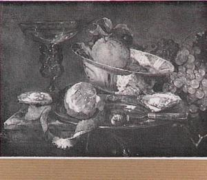 Stilleven met porseleinen schaal, glaswerk, vruchten en oesters