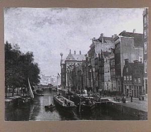 De Nieuwe Zijds Voorburgwal te Amsterdam (ongedempt) met de Pijpenmarkt