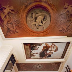 Driedelige plafondschildering met allegorische voorstelling, medaillons en ornamenten