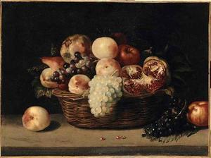 Mand met perziken, druiven en granaatappelen
