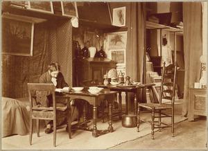 Piet Mondriaan in zijn atelier in de Sarphatistraat 42 te Amsterdam
