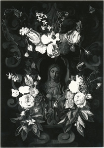 Cartouche versierd met bloemen met daarin een borstbeeld van de maagd Maria