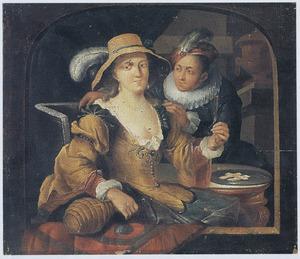 Jong paar, de vrouw met fles en glas wijn, in een vensteropening