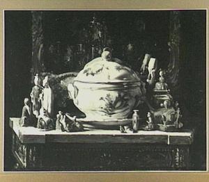 Stilleven met Chinees porceleinen beeldjes