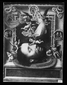 Het hoofd van Johannes de Doper op een schaal omringd door engelen