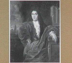 Portret van een man met op de achtergrond een zeegezicht met schepen