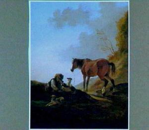Rustende ruiter met ongezadeld paard en drie honden