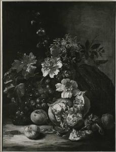 Stilleven van vruchten en bloemen