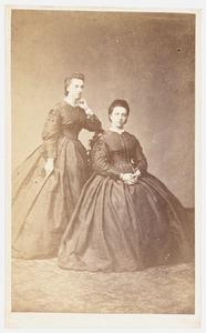 Portret van Maria Hiddingh (1844-1916) en een vrouw