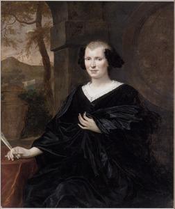 Portret van een vrouw met een waaier in de hand