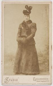 Portret van een vrouw, waarschijnlijk Francina Margaretha Walraven (1862-1916)