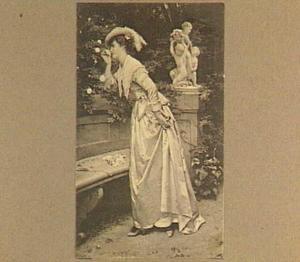 Dame bij een rozenstruik