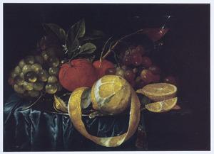 Stilleven van vruchten op een tafel met een blauw dek