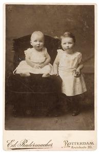 Portret van Adriana Irwin Brown (1889-?) en Nathaniel William Norman Irwin brown (1890-?)