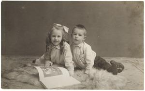Portret van Laurence Julie van Haer (1909-1990) en Frederik Wijnand (Frits) van der Haer (1911-2001)
