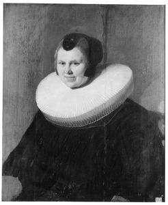 Portret van een vrouw met een grote molensteenkraag