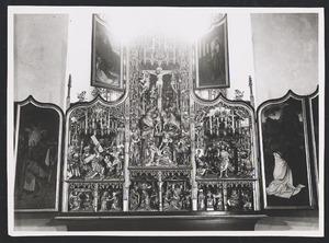 De gevangenneming van Christus, Christus voor Pilatus (binnenzijde linkerluik); Christus in Gethsemane (binnenzijde linker bovenluik); De annunciatie, de visitatie, de geboorte, de aanbidding der Wijzen, de besnijdenis, de vlucht naar Egypte, de kruisdraging, de kruisiging, de opstanding (middendeel); Christus verschijnt aan Maria (binnenzijde rechter bovenluik); De tenhemelopneming, de uitstorting van de Heilige Geest (binnenzijde rechterluik)