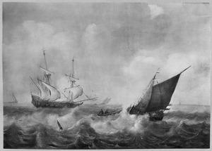 Schepen op open water met links een fregat