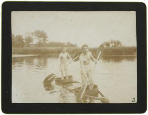 Twee jongens, waarschijnlijk Eugen Jan Boissevain (1880-1949) en Adriaan Willem Mosselmans (1880-1956)