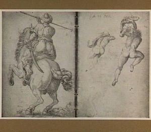 Ruiter met speer, op de rug gezien; drie figuren op de rug gezien