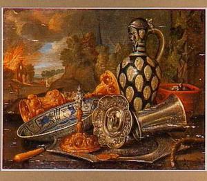 Allegorie op het Vuur, met op de voorgrond zilverwerk, een brandende lont en een bakje met gloeiende kolen, op de achtergrond een landschap met een brandend huis