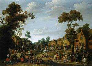 Gezicht op een dorpsstraat met boeren en soldaten