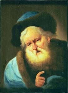 Oude man met lichtblauwe mantel en bontmuts