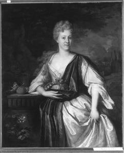 Portret van een vrouw met een blauwe draperie en bloemen in de arm