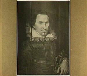 Portret van een officier met een kanten kraag