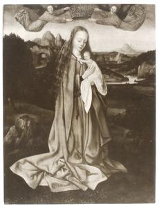 Maria met kind gekroond door twee engelen in een landschap